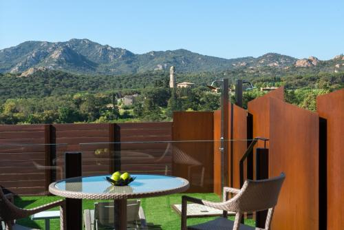 Suite with Jacuzzi® and Private Garden Suites Natura Mas Tapiolas 31