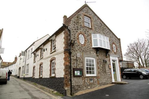 4 High Street, Blakeney, Holt NR25 7AL, England.