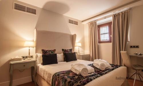 Basic Double Room Palacio Pinello 12