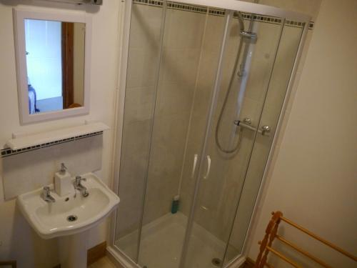 Kamar Double atau Twin dengan Shower (Double or Twin Room with Shower)