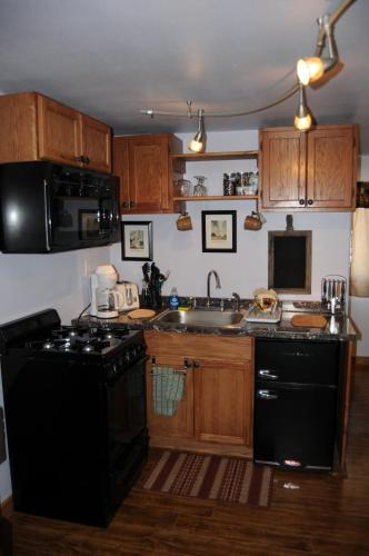 Yellowstone Self Catering Lodging   Adults Only