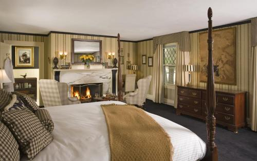 The Manor On Golden Pond - Holderness, NH 03245