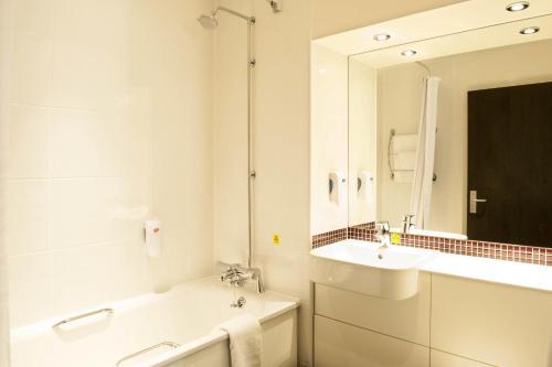 Premier Inn Epsom South photo 3