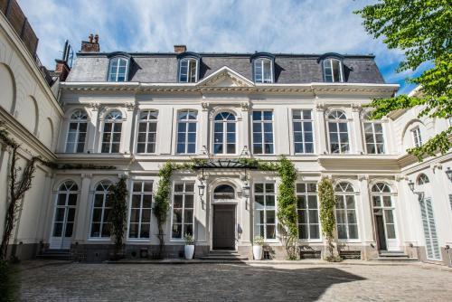 32 rue de la Barre, 59000 Lille, France.