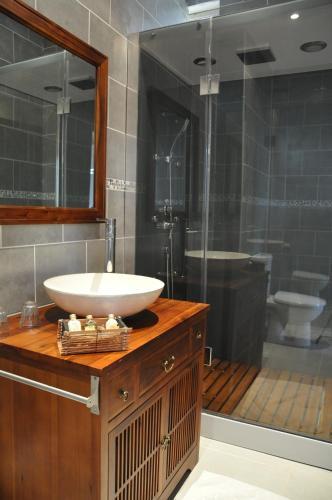 109 Avenue Jean Jaurès, 24290 Montignac, France.