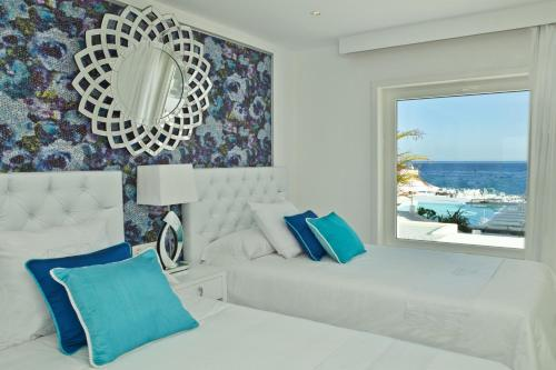 Deluxe 1 bedroom Suite with Hot Tub and Sea View