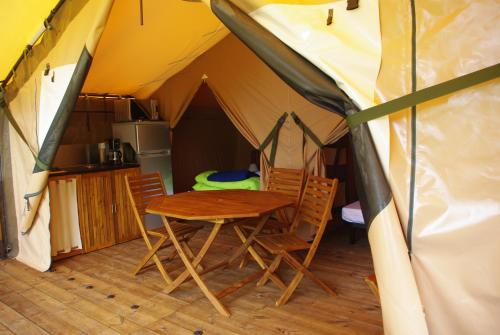 Tent Lodge (4 Persons) (Tent Lodge (4 People))