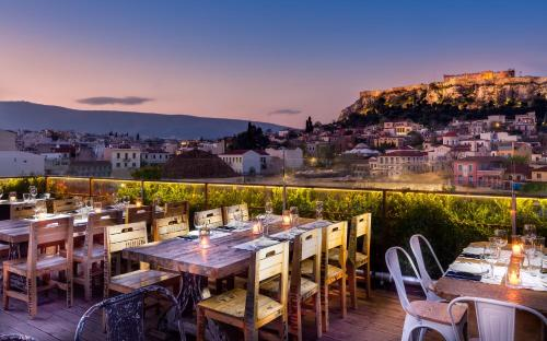 360 Degrees, Pension in Athen