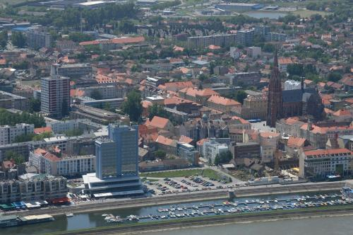 Šamačka ul 4, 31000, Osijek, Croatia.