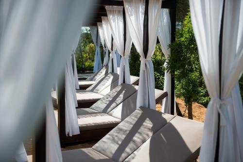 Suite with Jacuzzi® and Private Garden Suites Natura Mas Tapiolas 25