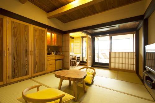 Twin with Tatami Floor and Mountain View