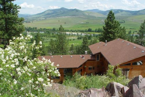 Blue Mountain Bed and Breakfast - Accommodation - Lolo