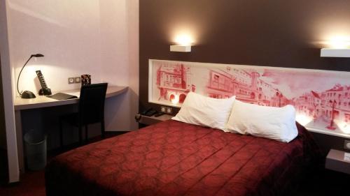 Hôtel de La Cloche - Hotel - Dole