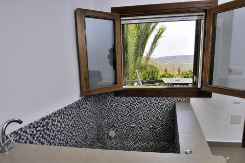 Doppelzimmer mit Whirlpool-Badewanne La Almendra y El Gitano 5