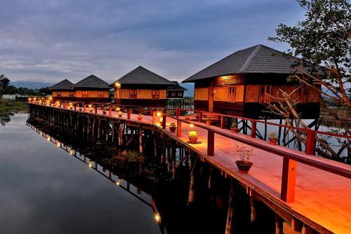 . Shwe Inn Tha Floating Resort