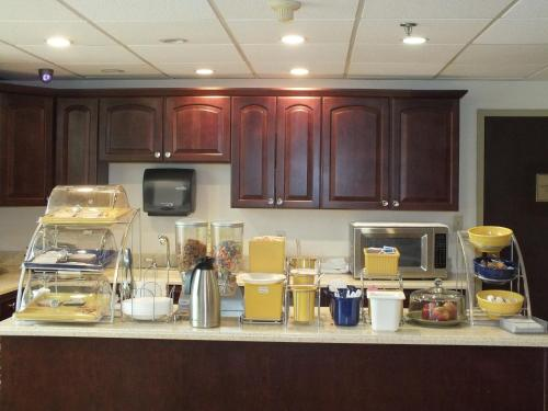Days Inn by Wyndham Indianapolis Off I-69 - Indianapolis, IN 46250
