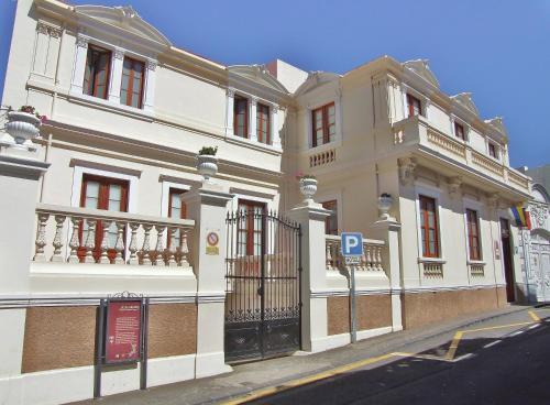 . Hotel Alhambra