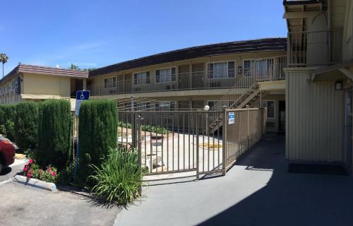 Discovery Inn - Modesto, CA 95354