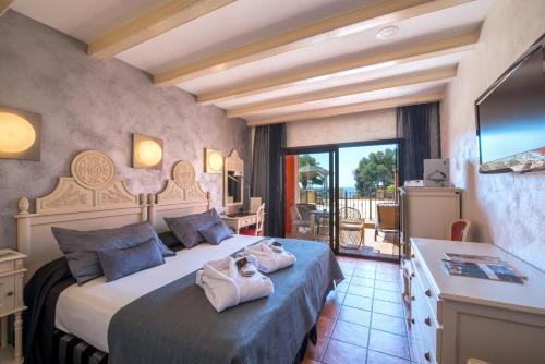 Double or Twin Room with Spa Access Hotel & Spa Cala del Pi 11