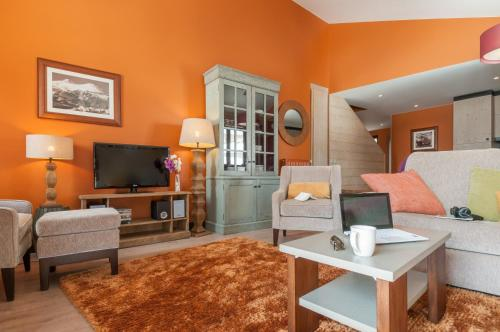 Standard Four-Bedroom Apartment with Balcony (12 People)