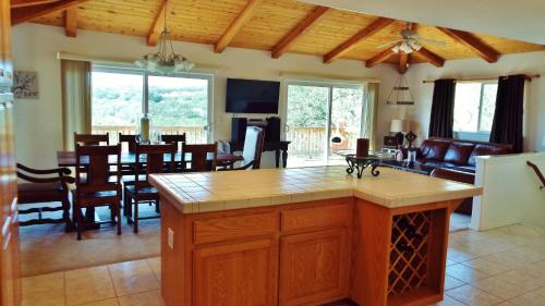 Sunsetter At Lake Nacimiento In Paso Robles Wine Country - Bradley, CA 93426