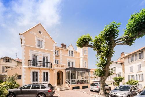 . Hotel Anjou