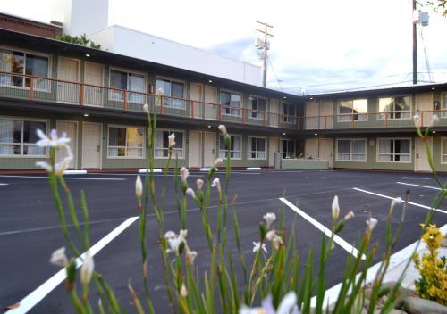 Thunderbird Lodge - Redding, CA 96001