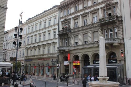H-1051 Budapest, Szent István tér 3, Hungary.