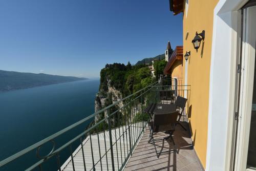 Book Hotels Near Terrazza Del Brivido (tremosine), Limone Sul Garda ...