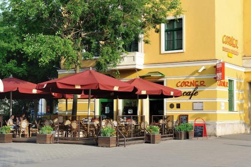 . Corner Hotel & Kávéház