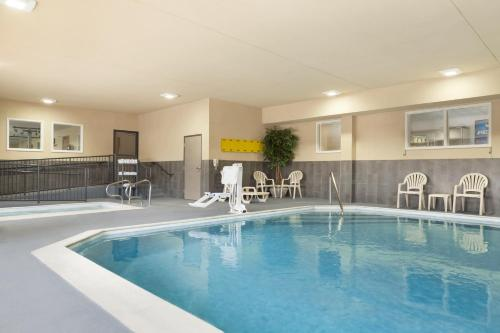 Country Inn & Suites By Radisson Georgetown Ky - Georgetown, KY 40324