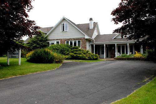 Mackenzie House B&B by Elevate Rooms - Port Hawkesbury, NS B9A 2A6