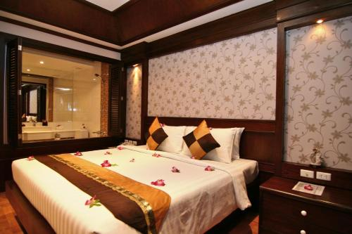 Deluxe Double Room + 1 way airport joined shuttle drop-off