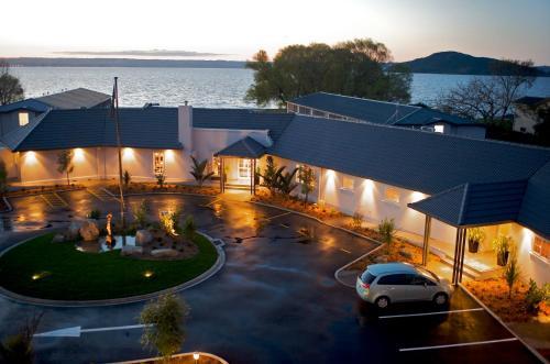 Wai Ora Lakeside Spa Resort - Accommodation - Rotorua