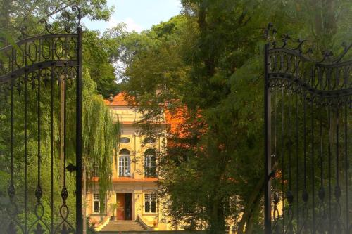 . Palace Popowo Stare