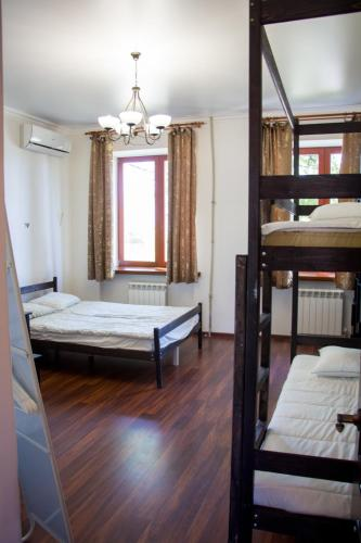 Habitación Doble con baño compartido - 1 o 2 camas (Double or Twin Room with Shared Bathroom)