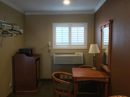 Bevonshire Lodge Motel - Los Angeles, CA CA 90036