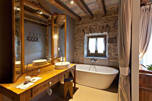 Double or Twin Room with Mountain View La Vella Farga Hotel 14