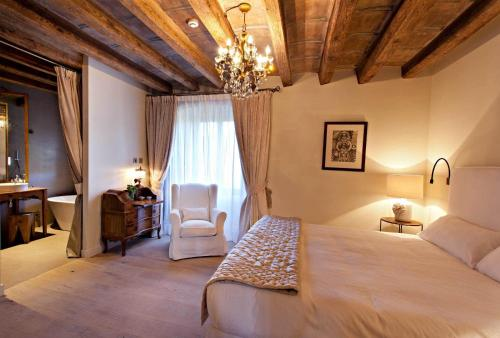 Double or Twin Room with Mountain View La Vella Farga Hotel 12