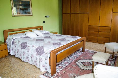 Cameră triplă cu baie externă privată (Triple Room with Private External Bathroom)