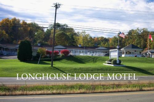 . Longhouse Lodge Motel