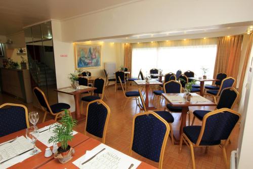 Triton Hotel Piraeus Foto 12
