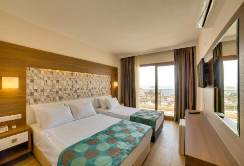 Family Room - 2 Bedrooms - Sea View