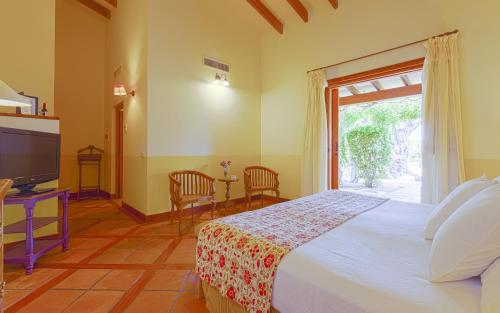 Deluxe Double Room Can Arabí 8