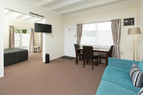 Marina Court Motel And Apartments