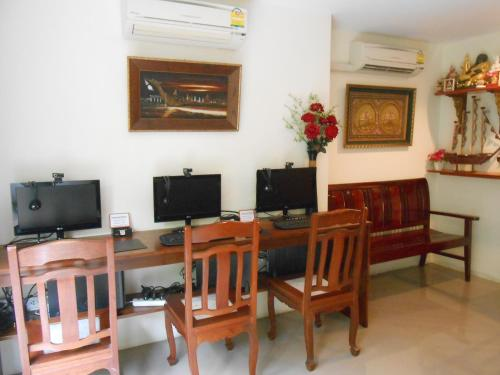 The Bang Khun Phrom Suites photo 17
