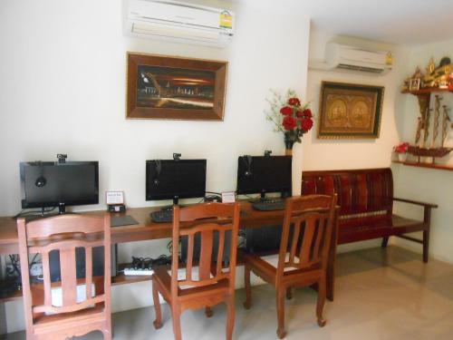 The Bang Khun Phrom Suites photo 24