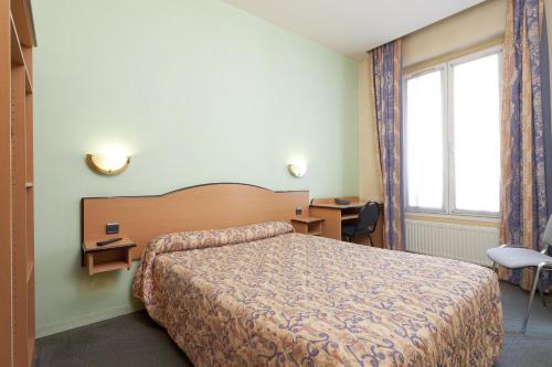 Hotel Ferney République - Hôtel - Paris