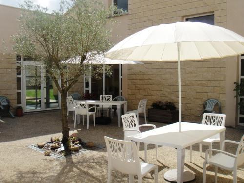 appart hotel le patio d 39 argenton en poitiers trabber hoteles. Black Bedroom Furniture Sets. Home Design Ideas