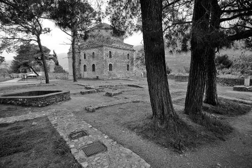 Andronikou Paleologou, 57 PC 45221, Ioannina, Greece.